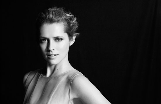 Amways Artistry brands celebrity spokesperson and actress Teresa Palmer in a black-and-white photo